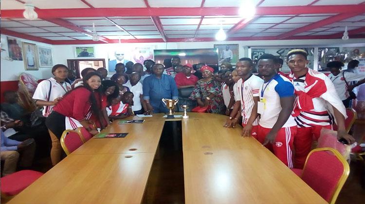 Basketteuses et handballeurs du Horoya AC reçus par le président Antonio Souaré