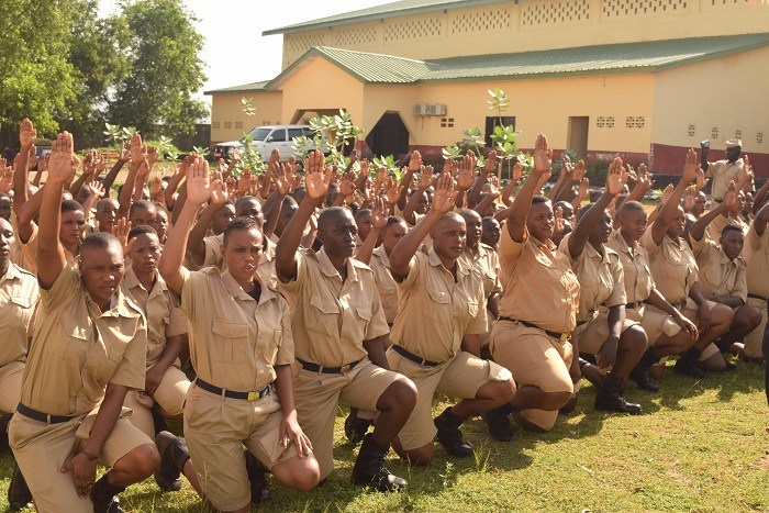 Le Premier ministre Kassory préside la sortie de 875 agents de police