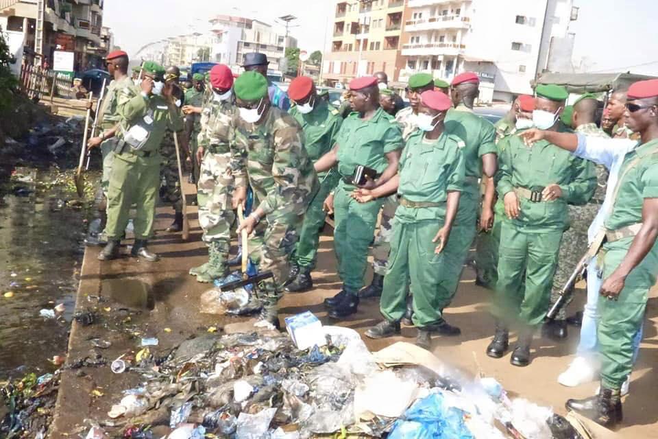 Les forces de défense et de sécurité s'impliquent dans l'assainissement de Conakry
