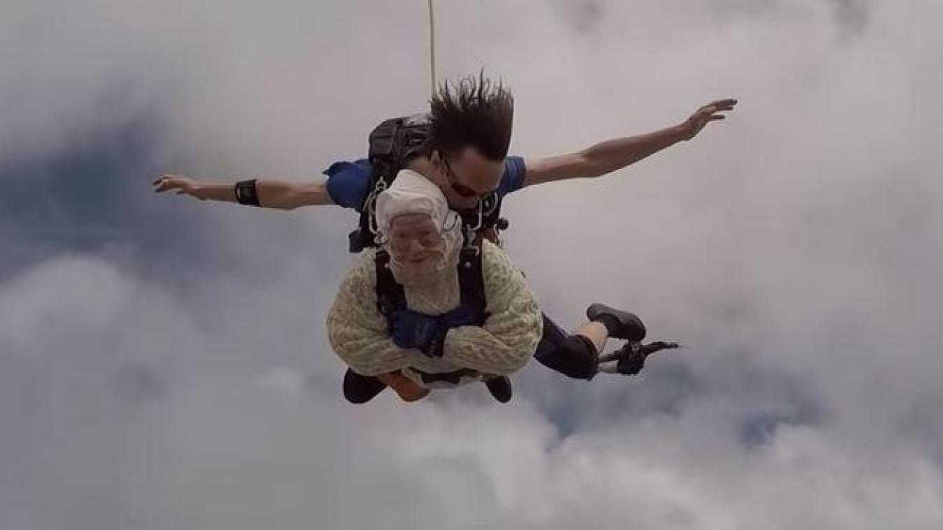À 102 ans, Irène O'Shea est la plus vieille parachutiste du monde