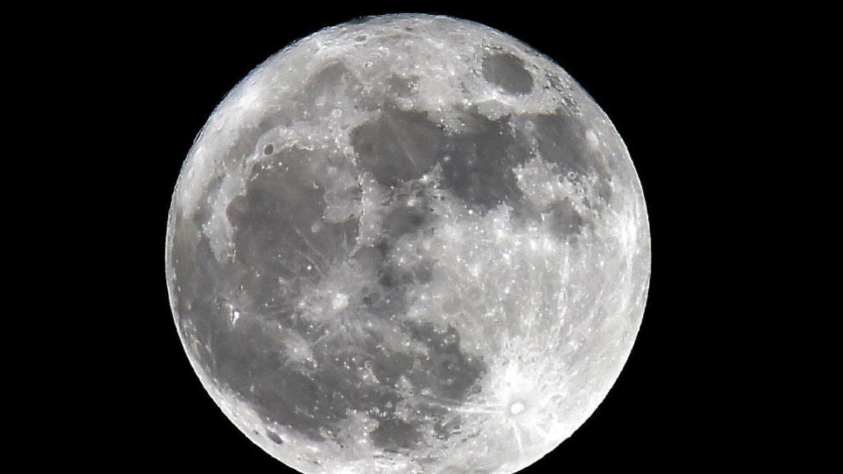 Pour la première fois jeudi, une sonde chinoise devrait se poser sur la face cachée de la lune