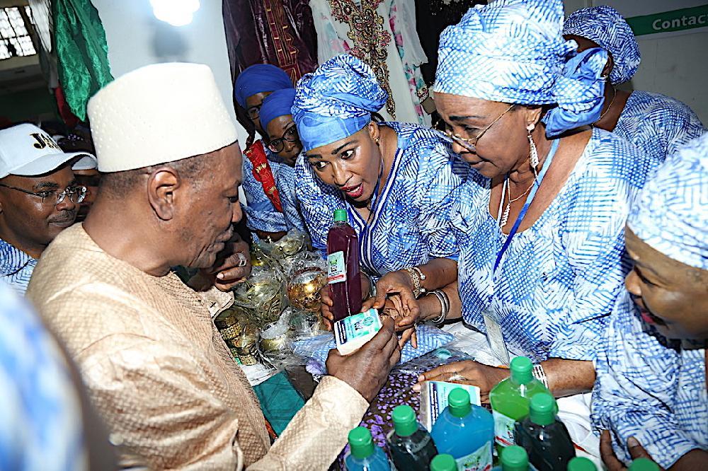 Journée internationale des droits de la femme: le président Condé  met en garde contre la contrefaçon des tissus guinéens