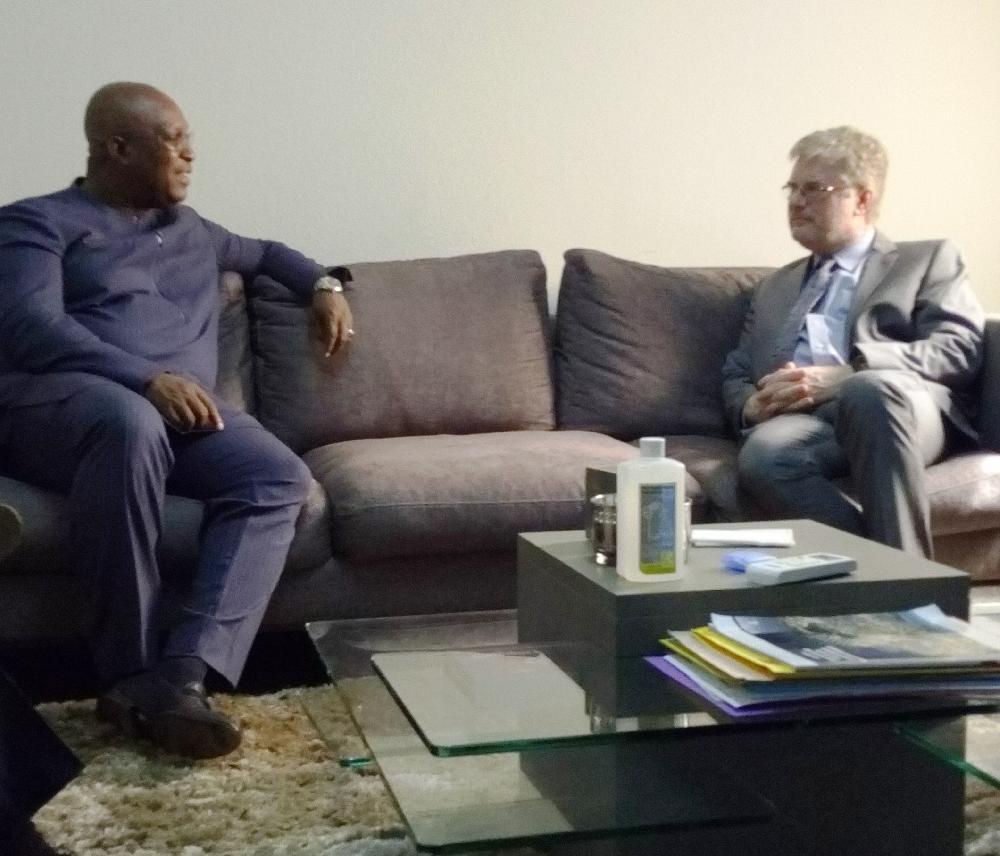 Diplomatie : le nouvel ambassadeur des Etats-Unis en Guinée reçu par le Ministre d'Etat Kiridi Bangoura