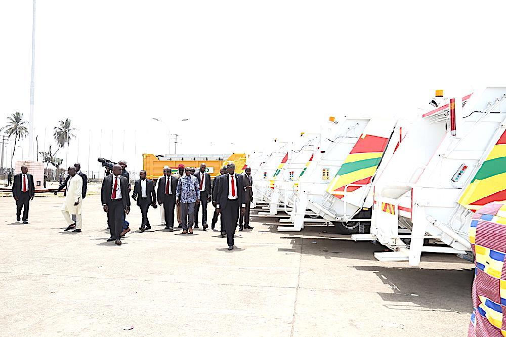 Don de camions-poubelles par la société Albayrak: le président Condé s'en félicite