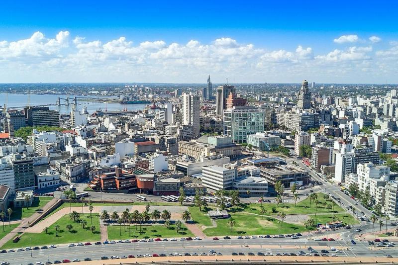 Uruguay: une femme verbalisée en voiture pour...