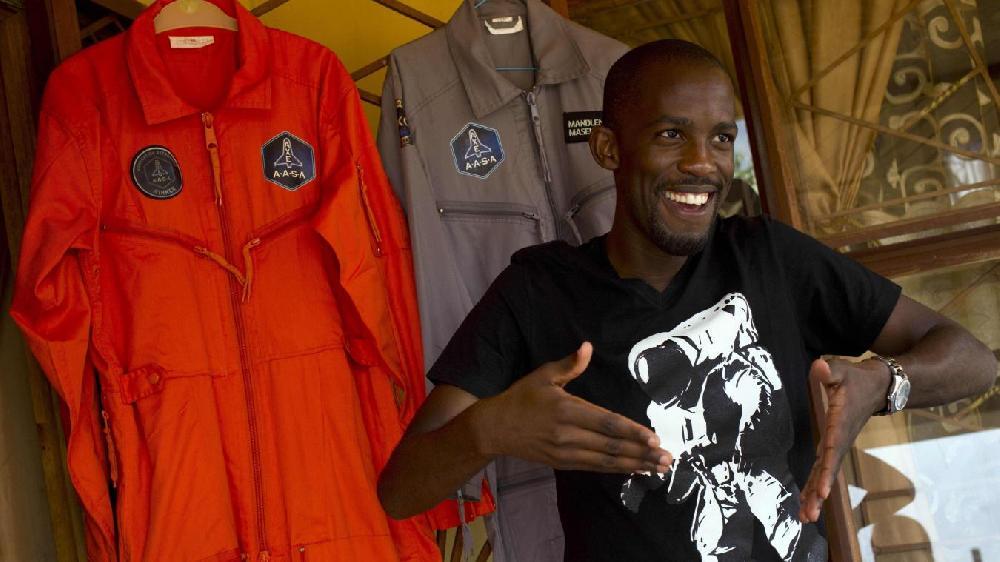 Il aurait dû être le premier Noir africain dans l'espace, il se tue à moto