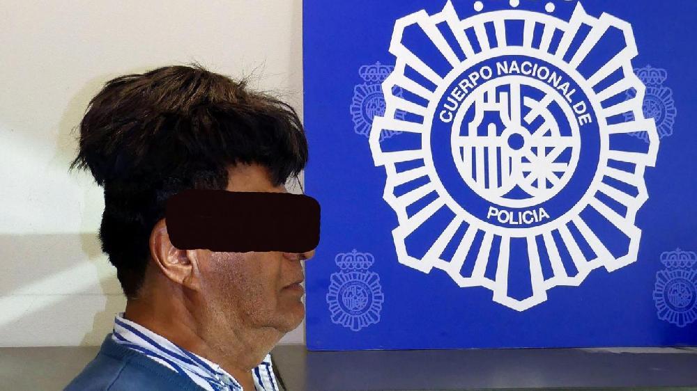 Barcelone: un homme cachait la cocaïne sous sa perruque