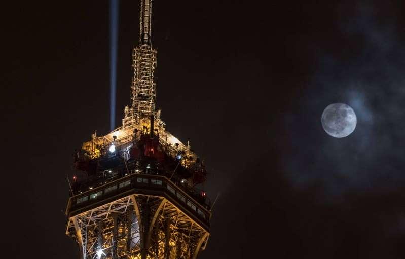 Anxiété, sommeil, règles douloureuses : La pleine lune a-t-elle une influence sur votre corps ?
