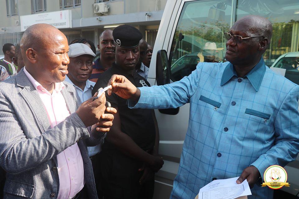 Le président Condé appuie la fourniture de matériels roulants au secrétariat général du gouvernement