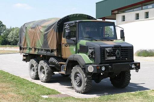 Une cinquantaine de jeunes arrêtés et déposés dans un camion militaire à la DPJ