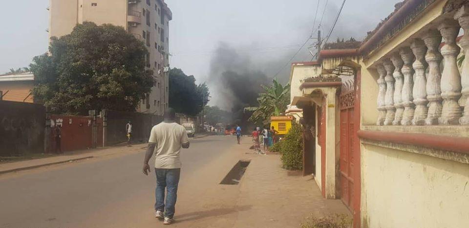 Crise politique en Guinée: un mort signalé à Wanindara ( communiqué du FNDC )