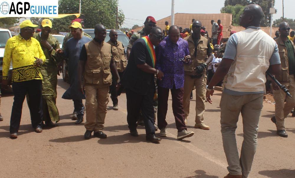 Alpha Condé promet une route de contournement à Boké