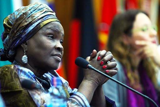 Polémique: les errements de Hadja Saran Daraba dans ses tentatives de défendre l'assassin Sékou Touré