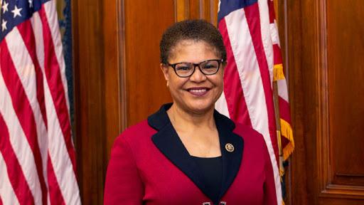 La présidente de la Sous Commission Afrique du Congrès  américain Karen Bass demande à Alpha Condé de renoncer à briguer un 3e mandat ( déclaration )