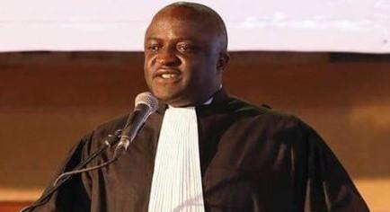 Un avocat Guinéen jette le pavé dans la mare et fait des révélations qui discréditent la nouvelle constitution