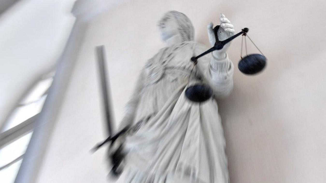 France: un juge mis en examen pour avoir proposé le viol de sa fille sur des sites libertins