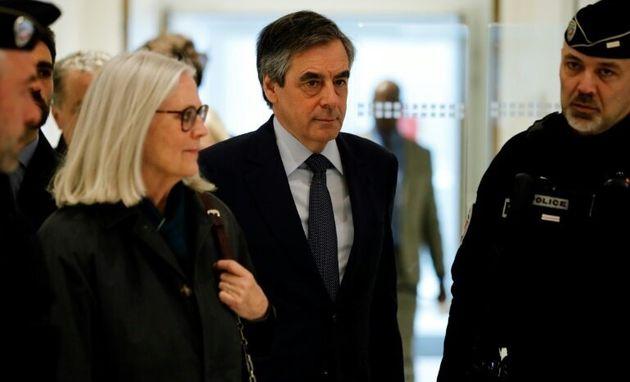 France: l'ancien premier ministre, François Fillon,  condamné à 2 ans de prison ferme dans le