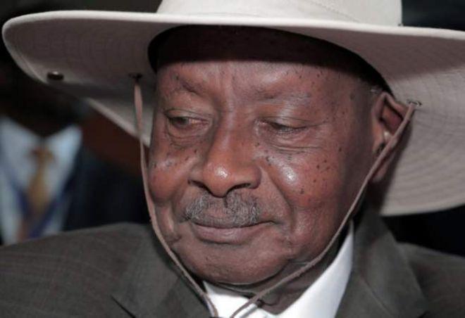 Ouganda: après 34 ans de règne, Yoweri Museveni candidat à sa succession à 75 ans