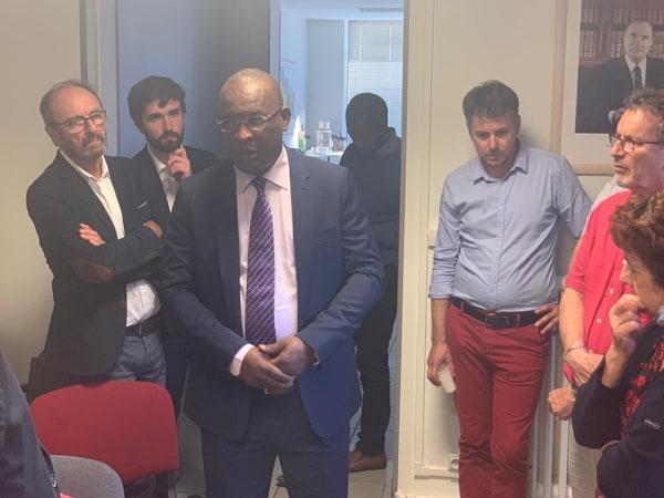 France: acclamé par des sénateurs, le général Konaté fait une démonstration de force sur  les terres natales de Macron ( vidéo )