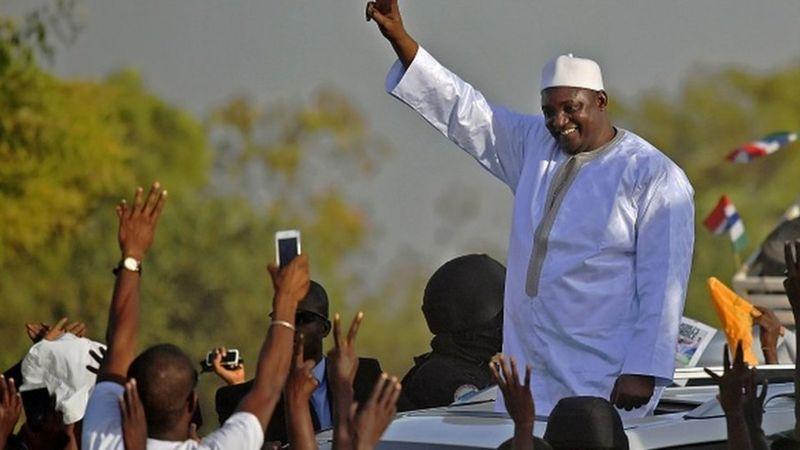 Gambie: Adama Barrow est-il piqué par le virus du 3ème mandat?