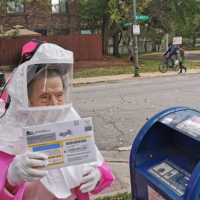 À 102 ans, elle brave le Covid-19 pour aller voter contre Trump