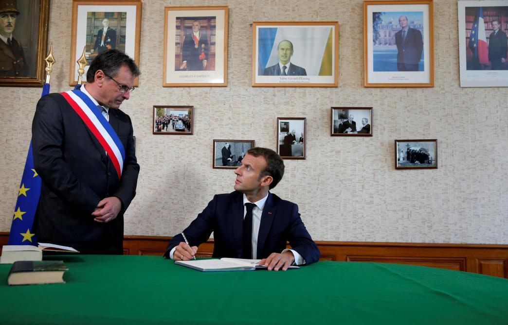 Macron rend hommage à Charles de Gaulle avec une belle faute de conjugaison (photo)