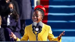 Amanda Gorman, la jeune poétesse afro-américaine qui a fait sensation lors de l'investiture de Joe Biden