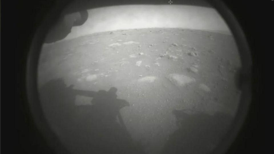Existe-t-il une vie extraterrestre? Le robot Perserverance se pose sur Mars pour en savoir plus