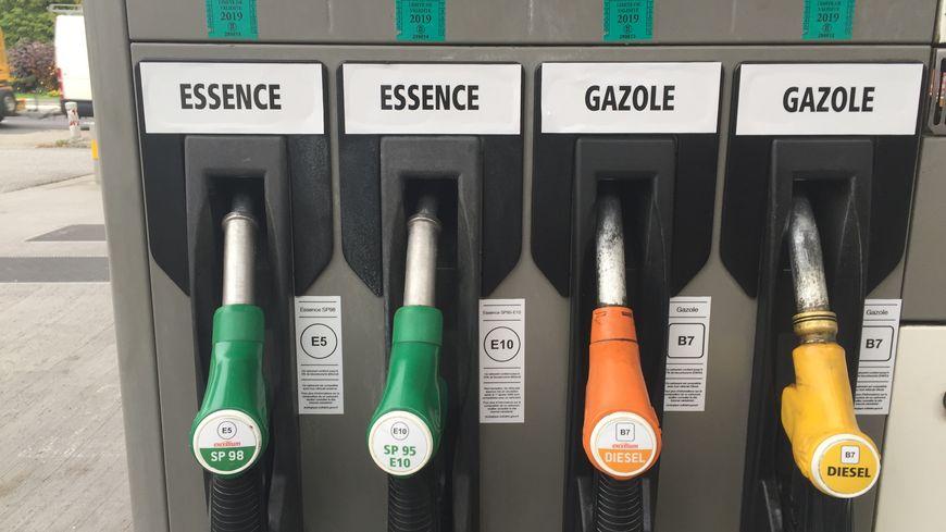 Vers l'augmentation du prix du carburant: le FNDC dénonce le train de vie de Alpha Condé et fait une exigence