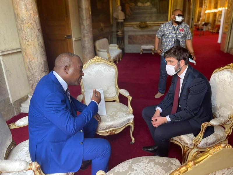Palais du Luxembourg: le général Konaté s'entretient avec le plus jeune sénateur Français de l'histoire de la 5e République