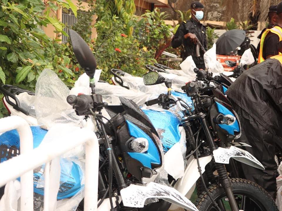 Don de la Fondation KPC pour l'Humanitaire à la police routière