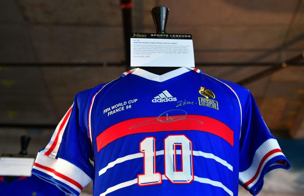 Un maillot de Zidane pour France-Brésil 98 vendu à plus de 100.000 dollars aux enchères