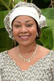 Paris: l'ambassade a-t-elle retiré la voiture de l'ex première dame, Djènè Kaba ?