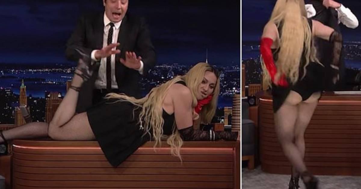 L'artiste, Madonna montre ses fesses en plein direct
