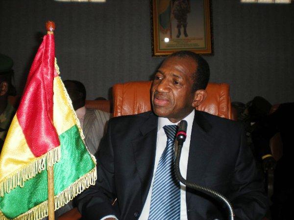 Le capitaine Dadis rappelle à l'ordre Kabinè Komara