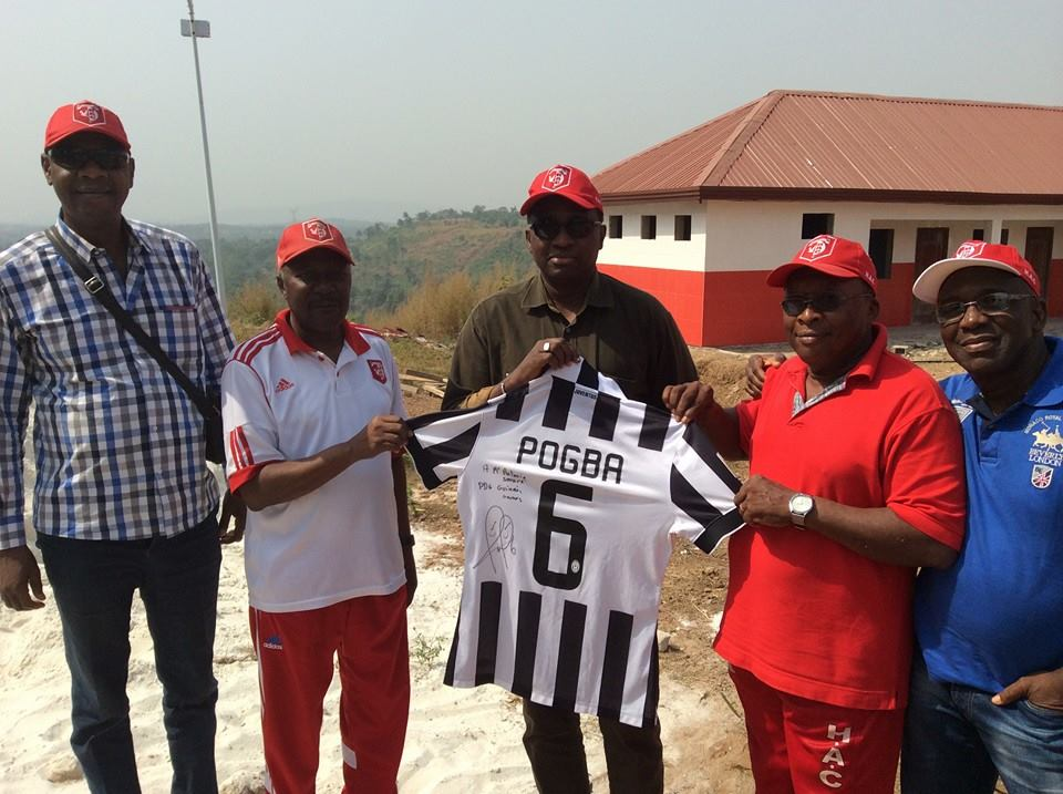 Paul Pogba dédicace son maillot à Antonio Souaré