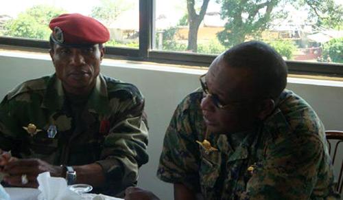 Quand Dadis souhaite prompt rétablissement au général Konaté