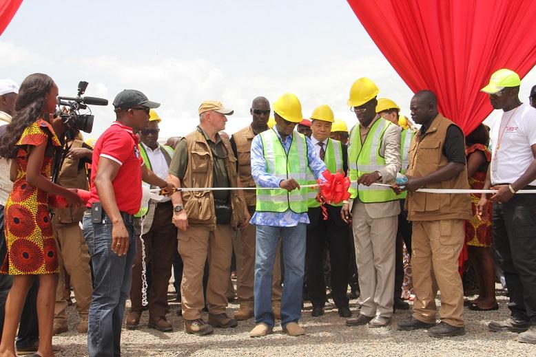 Le président Alpha Condé inaugure le chargement des premières tonnes de bauxite via le port fluvial