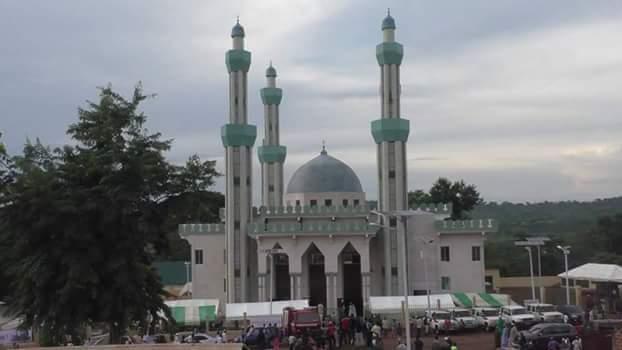L inauguration de la mosquée de Timbo ou l' échec de Alpha Condé ( tribune )