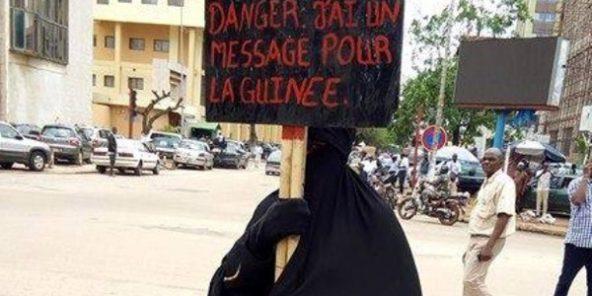 Veuve et désespérée, une Guinéenne proteste en burqa devant Sékhoutouréya