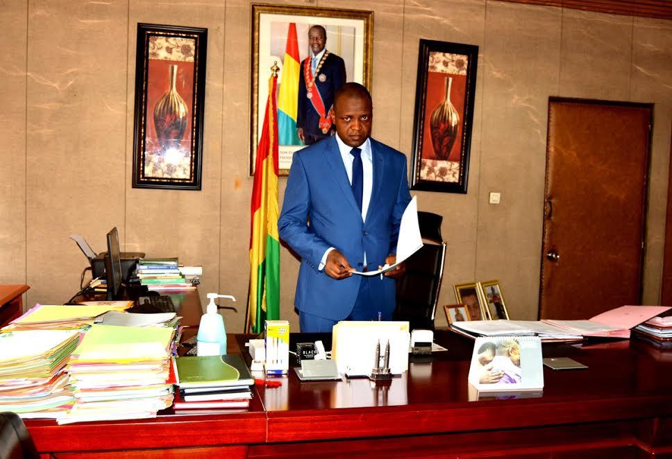Affaire du troisième mandat: le journaliste Amadou Diouldé Diallo allume  Hady Barry des AE