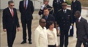 Alpha Condé accueilli à Paris par la ministre française Annik Girardin