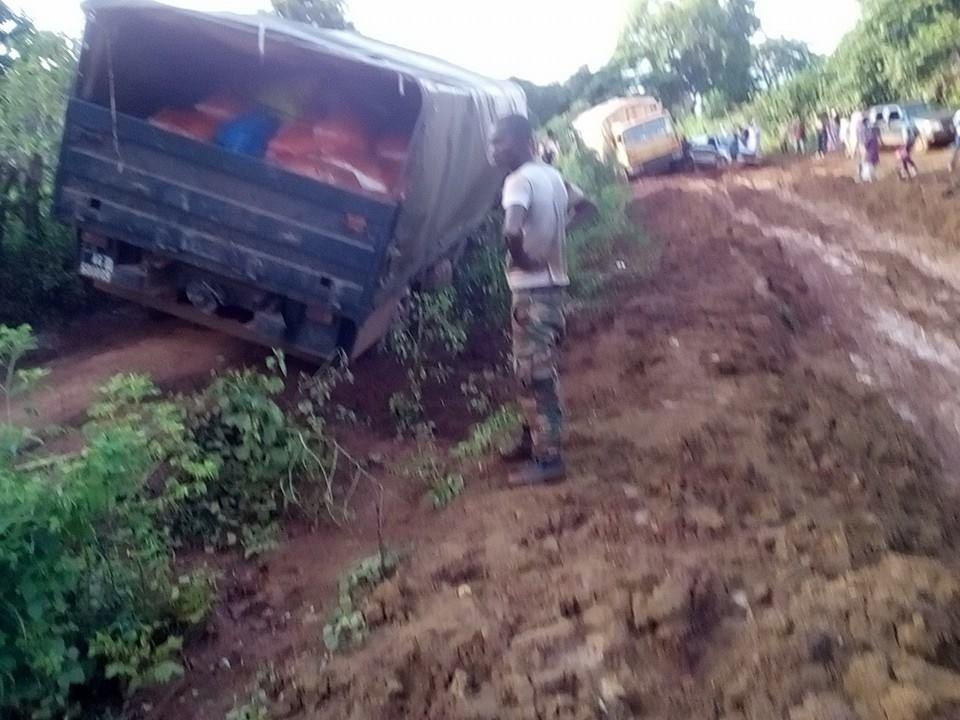 Un porte-char en panne bloque la circulation entre les préfectures de Labé et Mali