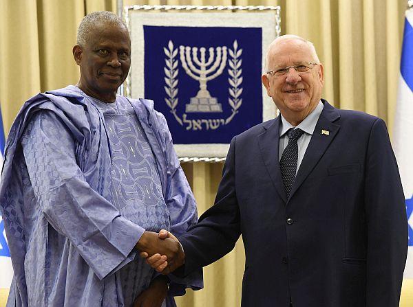 Jérusalem: Amara Camara, premier ambassadeur de la Guinée en Israël, présente sa lettre de créance au président Reuven