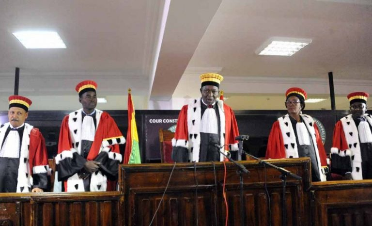 La Cour constitutionnelle hors la loi ? ( Tribune )