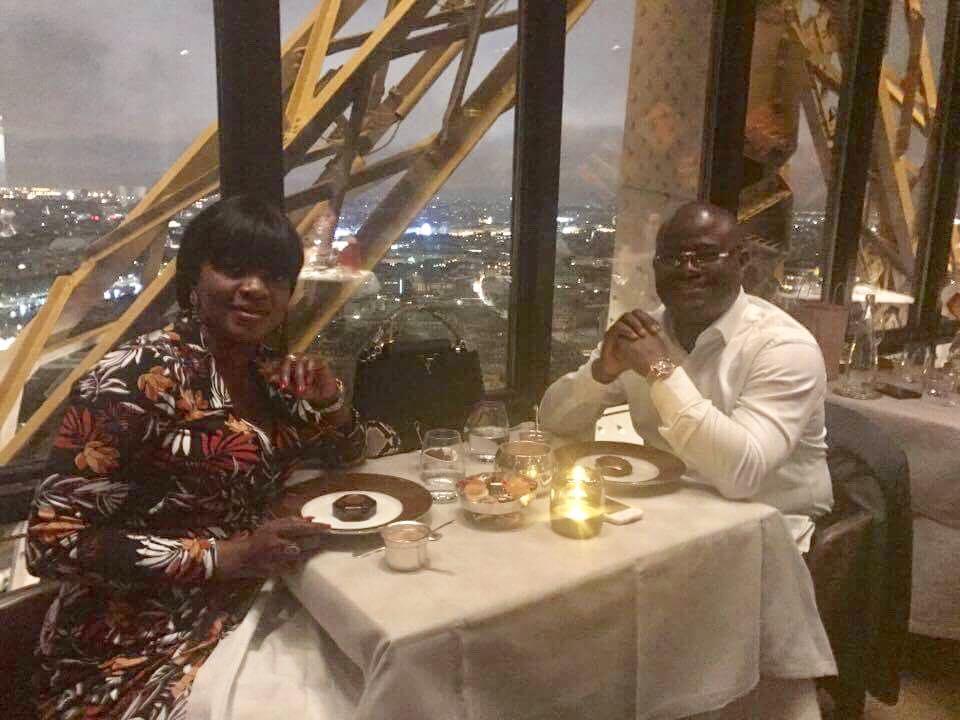 Vacances : KPC et son épouse sur les pas de Macron et de Trump au restaurant