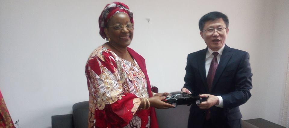 La Chine offre à la Guinée 70 Limousines et 5 autobus ( officiel )