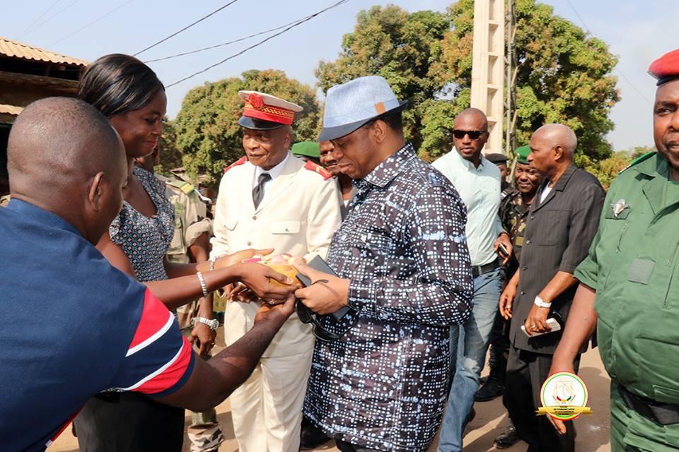 Le premier ministre à la rencontre des producteurs d'ananas à Kindia
