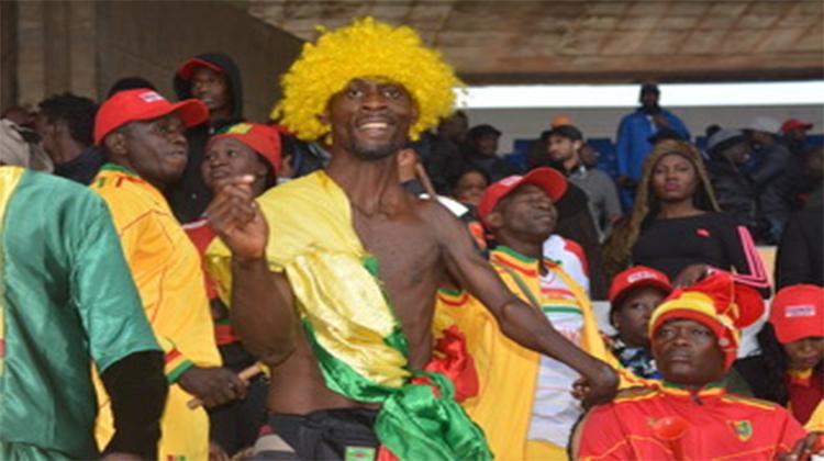 CHAN 2018: les supporters comme un seul homme  derrière le Syli local