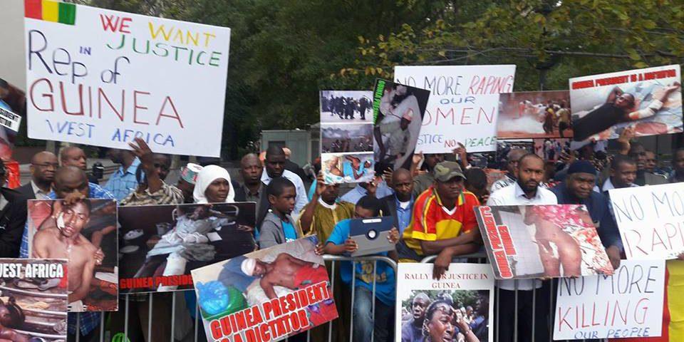 Manifestation des Guinéens des USA contre Alpha Condé devant le siège des Nations Unies (New York)